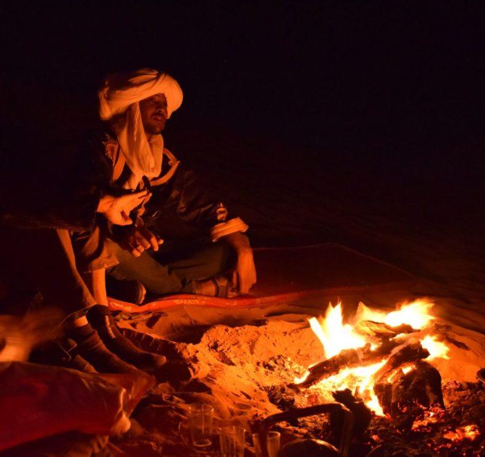 Soirée autour du feu avec les nomades
