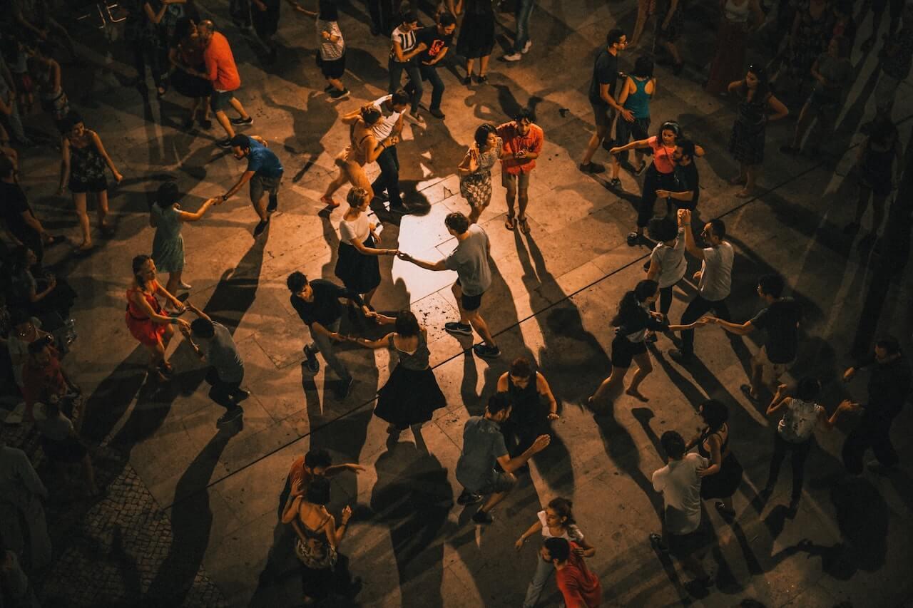 Trouver l'amour de sa vie : du bal à la boîte de nuit